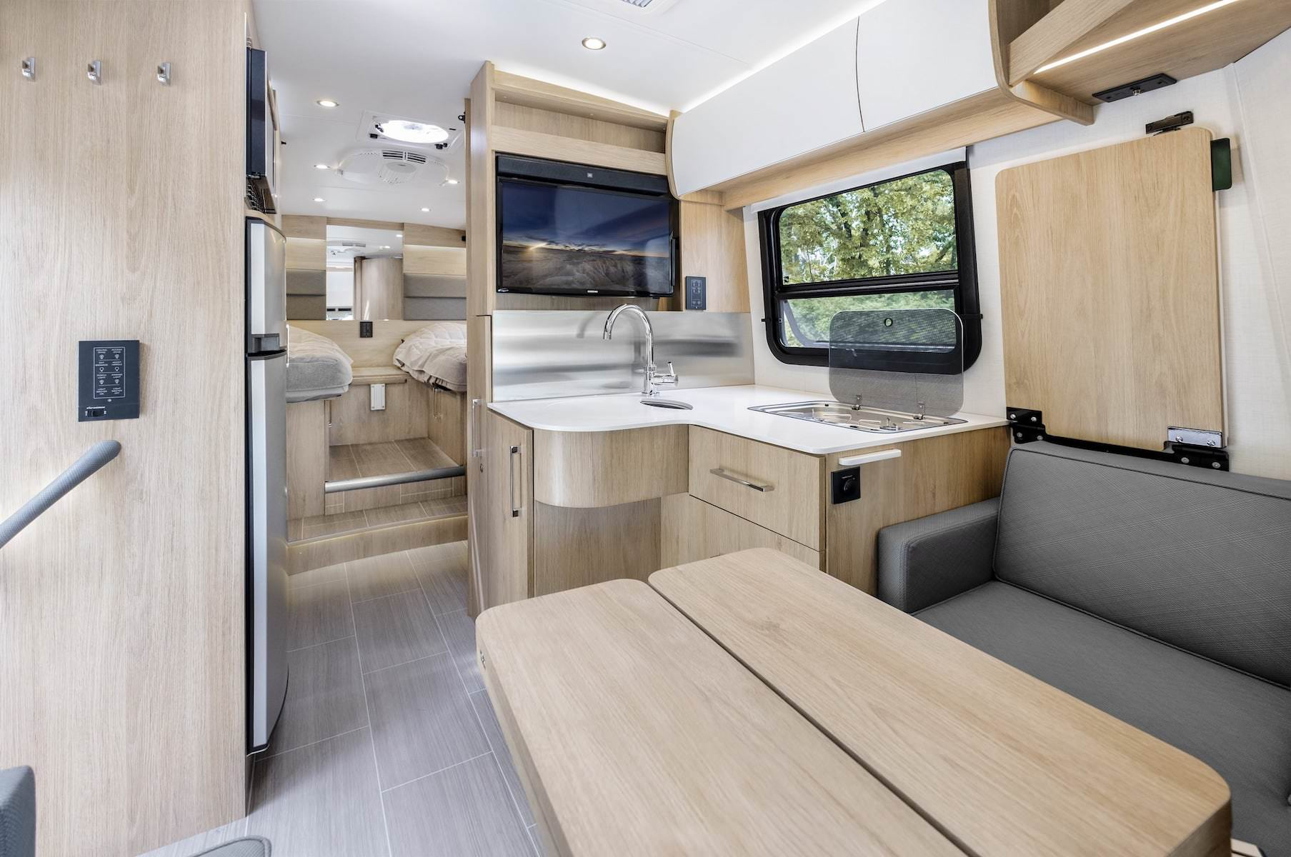 Large galley in Wonder RTB